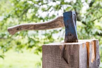 Dārza darbos iespējams gūt arī smagas traumas!